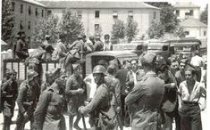 Soldados en los primeros días de la Guerra Civil en Granada /Torres Molina/ Archivo de Ideal Granada, Black And White, Painting, Art, War, Shelters, Antique Photos, Soldiers, Towers