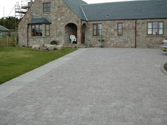 Tegula traditional driveway with inset feature circle