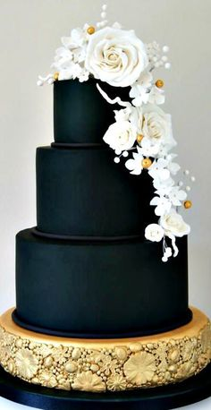 Black Gold Wedding Cake for reception like this. In Navy. Maybe gold flowers instead of white? Black And White Wedding Cake, Black Wedding Cakes, Elegant Wedding Cakes, Cool Wedding Cakes, Elegant Cakes, Beautiful Wedding Cakes, Wedding Cake Designs, Wedding Cake Toppers, Beautiful Cakes