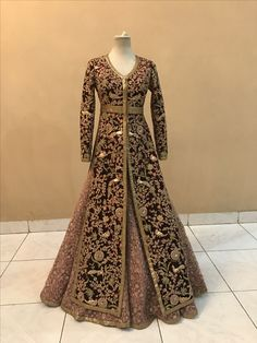 Haute spot for Indian Outfits. Party Wear Indian Dresses, Indian Wedding Gowns, Indian Gowns Dresses, Indian Bridal Lehenga, Indian Bridal Wear, Pakistani Dress Design, Pakistani Wedding Dresses, Wedding Lehnga, Bride Indian