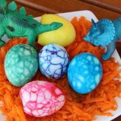 Very funny dino eggs to do with your children. In Portuguese.