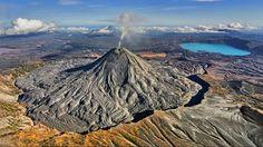 Вулкан Шивелуч на Камчатке выбросил столб пепла на высоту семь километров