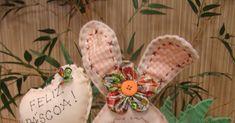 Moldes para fazer um coelhinho de tecido super fofo para páscoa . Clique nas imagens para ampliar. Fonte:http://moldesparaartesanatoteci...
