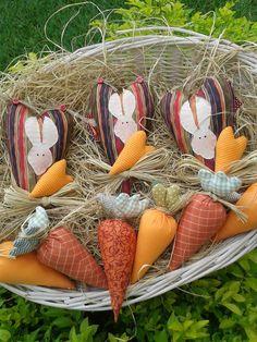 https://flic.kr/p/e4D7Cn | Corações de Páscoa!! | Pendente de coração com cenouras.