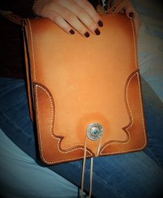 My last bag.Fully hand made. Leather Projects, Leather Pouch, Leather Craft, Saddle Bags, Handmade, Leather Totes, Leather Satchel, Leather Crafts, Hand Made