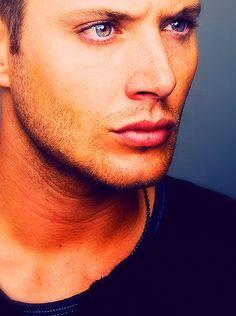 Jensen Ackles playing Dean Winchester from Supernatural Jensen Ackles, Daneel Ackles, Pretty People, Beautiful People, Raining Men, Favim, Models, Attractive Men, Photos Du