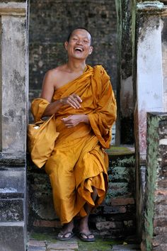 Laughing Thai Monk: Laughter is such a healing thing....Embrace it with your whole being......