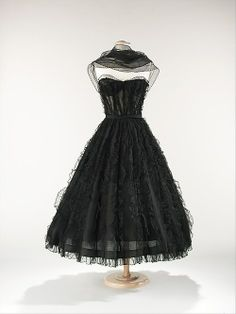 When Chanel reopened her design house following World War II, she faced the task of reinterpreting and updating her signature design elements for the post-War era. This dress exemplifies how the designer met this challenge. Working with the conventional hour-glass silhouette of the period, Chanel marks this dress as her own through her use of ruffled black chiffon, a textile she frequently employed for evening wear the 1930s. #chanel #lbd #petiterobenoire #nero #black #fashion