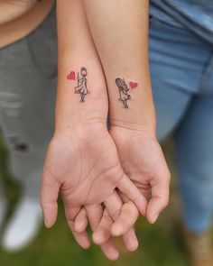 Sister's relationship is very beautiful for all and they show their love by tattoos also. here we collected tattoos ideas for sister and twins. These tattoos can be used by any person. also twins sister's can be use these tattoo's. Bff Tattoos, Bestie Tattoo, Sibling Tattoos, Mother Tattoos, Mother Daughter Tattoos, Best Friend Tattoos, Couple Tattoos, Body Art Tattoos, Small Sister Tattoos