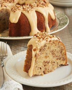 Toasty nuts, lots of brown sugar, and a sweet glaze combine t make this fantastic Toasted Pecan Bundt Cake. A must for pecan lovers! - Bake or Break Bunt Cakes, Cupcake Cakes, Cupcakes, Köstliche Desserts, Delicious Desserts, Plated Desserts, Cake Recipes, Dessert Recipes, Cream Cheese Glaze