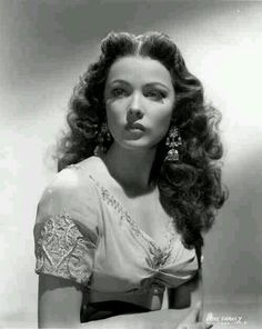 Gene Tierney - she was so beautiful, she looked like a porcelain doll!