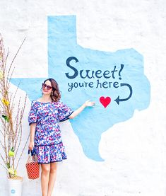 Austin Mural Guide : Your Guide to Austin's Most Colorful Walls - Carrie Colbert Austin Murals, Visit Texas, Texas Photography, Summer Painting, Austin Tx, Wall Colors, Senior Pictures, Wall Murals, Photo Location