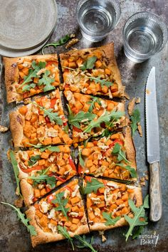 Plaattaart met zoete aardappel en geitenkaas Pizza Wraps, Good Food, Yummy Food, Pasta, Savoury Cake, What To Cook, Greek Recipes, Food For Thought, Vegetable Pizza