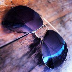d6aa3c3337e1 Alexander McQueen oversized gold aviator sunglasses Gold Aviators, Gold  Aviator Sunglasses, Flies Away,