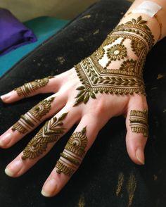 "873 Likes, 8 Comments - Rebecca Freedner (@heartfirehenna) on Instagram: ""Prom henna is a thing! Hurray! #heartfirehenna #hennamagic #hennapro #henna #auspiciousadornment"""