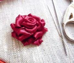 Вышиваем лентами великолепную пышную розу