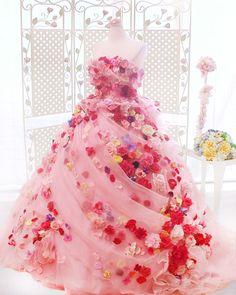 お花×ピンクでロマンティックが止まらない♡〔ハニサクル〕のウェディング&カラードレス8選*にて紹介している画像