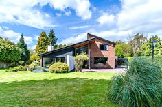 Detached and secluded 5 bedroom house with stunning modern architecture on a 1/3 acre plot. Great Baddow is a highly sought after village on the edge of Chelmsford City with 2 outstanding Grammar schools, quick access to the A12 and a station on the mainline into London Liverpool Street.