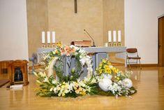 Easter Flower Arrangements, Easter Flowers, Floral Arrangements, Altar Decorations, Diy And Crafts, Table Settings, Furniture, Home Decor, Rose Flower Arrangements