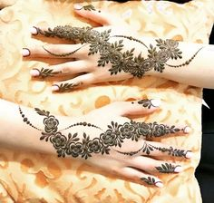 No photo description available. Round Mehndi Design, Mehndi Designs Feet, Henna Art Designs, Mehndi Designs For Girls, Mehndi Designs 2018, Modern Mehndi Designs, Mehndi Designs For Fingers, Mehndi Design Photos, Beautiful Henna Designs