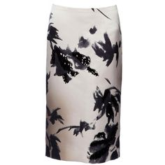 Marc Jacobs Brushstroke Floral Pencil Skirt ($1,800) ❤ liked on Polyvore featuring skirts, gray skirt, print pencil skirt, patterned pencil skirt, reversible skirt and print skirt