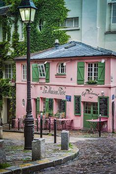 LA MAISON ROSE CAFE AND RESTAURANT ON RUE DE L'ABREUVOIR IN THE VILLAGE OF MONTMARTRE, PARIS