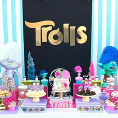 Make names on backdrop with Trolls font