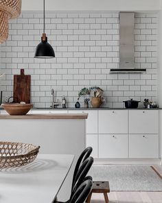 I'm always inspired by kitchens in darker colors, but I have to say, an all white kitchen can be just as nice to be honest. Kitchen Jars, Kitchen Dining, Importance Of Light, Bentwood Chairs, All White Kitchen, Kitchen Trends, Paint Cans, Room Paint, Slate
