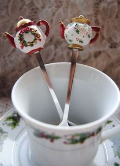 Christmas Tea Cups Holiday Mugs and Teapots Tea Favors – Page 3 – Roses And Teacups Christmas Tea Party, Christmas Dishes, Christmas China, Christmas Coffee, Café Chocolate, Tea Party Favors, Cuppa Tea, Teapots And Cups, My Cup Of Tea
