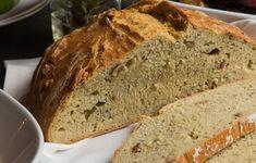 Η ομάδα των τεσσάρων σεφ του εστιατορίου Cookoovaya εμπνέεται από τις διδαχές της Εύης Βουτσινά και συνθέτει ένα μενού στιβαρό, πλήρες και δομημένο. Banana Bread, Treats, Desserts, Food, Drink, Sweet Like Candy, Tailgate Desserts, Goodies, Deserts