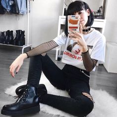 Hipster Outfits, Grunge Outfits, Edgy Outfits, Girl Outfits, Fashion Outfits, Womens Fashion, Fashion Trends, Fashion Top, Punk Rock Outfits