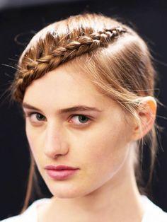 Wir zeigen euch die 10 coolsten Hairstyles der New York Fashion Week und verraten euch, wie ihr die Frisuren super easy nachstylen könnt.