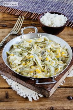 Receta de las rajas con crema y elote. receta con fotografías de cómo hacerla y sugerencias de cómo comerla. recetas de comida mexicana