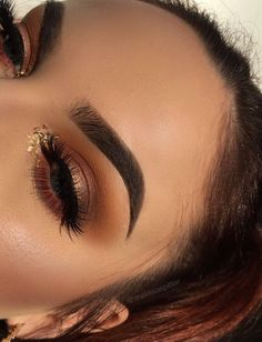 Eye Makeup Tips.Smokey Eye Makeup Tips - For a Catchy and Impressive Look Glam Makeup, Makeup On Fleek, Kiss Makeup, Glitter Makeup, Cute Makeup, Pretty Makeup, Makeup Inspo, Makeup Art, Makeup Inspiration