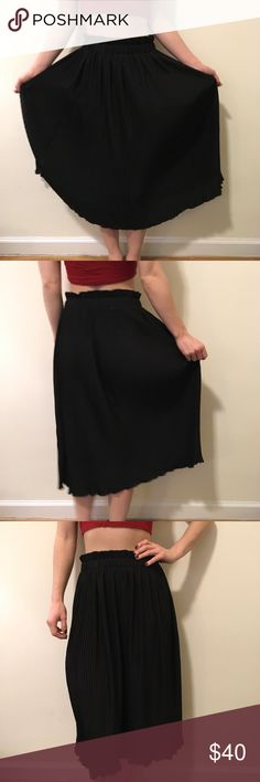 Hunter Dixon Black Pleated Accordion Midi Skirt Hunter Dixon skirt with pleats all over and is black- super cute and is a size small! Looks great belted!! Hunter Dixon Skirts Midi