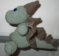 Dragon made with pattern from Lanas y ovillos Doll Toys, Dolls, Dinosaur Stuffed Animal, Crochet, Dragons, Animales, Manualidades, Crochet Hooks, Puppet