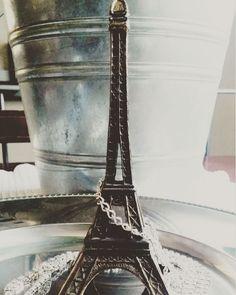 31 marzo 1889 Viene #inaugurata a #parigi  la #toureiffel  #curiosità #gazzaladra_gioielli #Riccione #Rimini #gioielleria #Bologna #Milano #Instagram #Facebook #diamanti #gold #oro #argento #Silver #mondo #world #viaggiare #jewerlydesign #jewels #like4like #followers #madeinitaly #amour #amore #love #innamorati by gazzaladra_gioielli