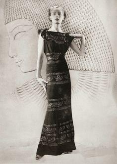 Fashion model (Egyptian style), 1927 Paris Photographer: Dora Kallmus (D'Ora), Paris