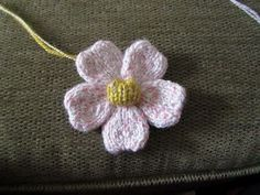 The Yarn Art Cafe: Free Knitted Flower Pattern                                                                                                                                                     More