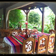 The outdoor dinning area at Rancho Naturalista