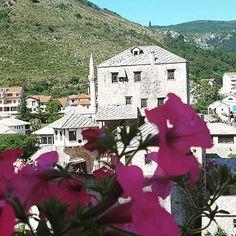 Enjoy beautiful #flowers and a view on the #OldTown in #Mostar. Visit our website: www.tourguidemostar.com   #tourguidemostar #visitherzegovina #myherzegovina #mytravelgram #tourism #mostartraveler #travelblogger #travelwritter #travelawesome #travel #vojager #voyage #reisen #lovemostar #herzegovina #wanderlust #world #aroundworld #luxurytravel #bosniaandherzegovina #beautiful