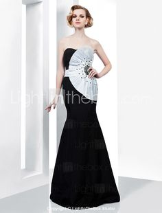 Trumpet/ Mermaid Sweetheart Strapless Floor-length Taffeta Evening Dress - This is a unique Old Hollywood glam dress! Black And White Evening Dresses, Gold Evening Dresses, Evening Dresses Online, Evening Gowns, Dress Black, Dresses Uk, Dresses For Sale, Nice Dresses, Formal Dresses