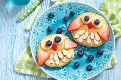 Eulen-Pancakes #breakfast #owl #owls #sogood #yummy #easy #quick #banana #blueberries #strawberries #nuts #almonds #pancake #homemade #lidlösterreich #decor #foodie