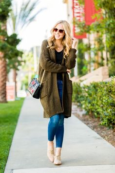 With the cooler months in mind, long cardigan outfits are back on the style scene and better than ever. Here are stylish long cardigan outfits you must see! Fall Outfits For Work, Casual Fall Outfits, Trendy Outfits, Fashion Outfits, Women's Fashion, Fashion Black, Fashion 2018, Work Fashion, Fashion Ideas