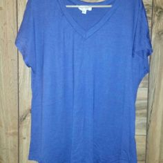 Super soft tshirt Navy super soft tshirt with open back. NWOT. Has never been worn. Sz LG Bo Bell Tops Tees - Short Sleeve
