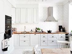 The Scandinavian kitchen design ideas. The Scandinavian kitchen accessories. The photographs of Scandinavian kitchen interiors. Ikea Kitchen, Kitchen Interior, Kitchen Decor, Kitchen White, Basic Kitchen, Kitchen Wood, Kitchen Tables, White Kitchens, Kitchen Layout
