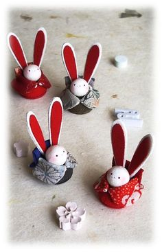 Diy And Crafts, Paper Crafts, Rabbit Art, Toy 2, Kanzashi Flowers, Diy Doll, Japanese Culture, Traditional Art, Christmas Tree Ornaments