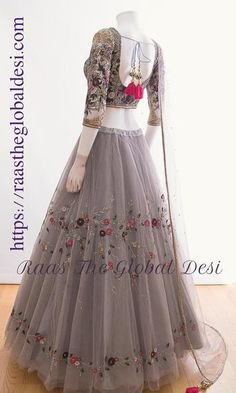 CHANIYA CHOLI 2019 Latest designer & custom-made Chaniya Choli's exclusively online.Browse our beautiful designer collection ! Available in the USA, Canada & Australia! Indian Fashion Dresses, Indian Bridal Outfits, Indian Gowns Dresses, Dress Indian Style, Indian Designer Outfits, Designer Dresses, Girls Dresses, Bridal Lehenga Online, Designer Bridal Lehenga