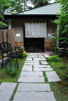 Japanese garden Paving Ideas, Path Ideas, Bali House, Garden Paving, Asian Garden, Japanese Modern, Japanese Architecture, Paths, New Homes