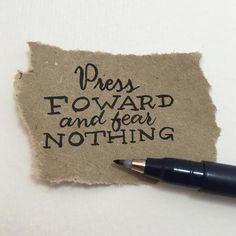 Sigue hacia adelante sin miedo a nada #letteritmay @jennyhighsmith #calligraphy #caligrafia #handlettering #handlettered #handlettering #typography #type #tombow #tombowfudenosuke